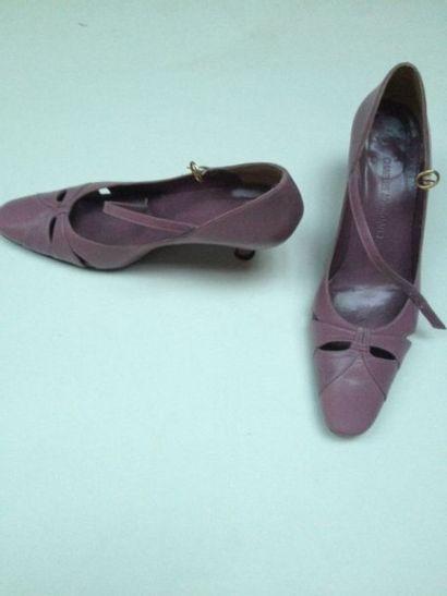 Chaussures Charles Jourdan, Richelieu à barrette...
