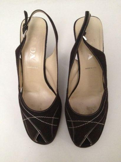 PRADA, paire de sandales à talon compensé...