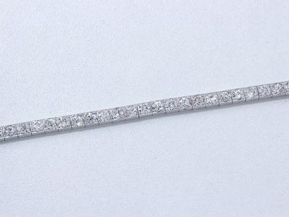 Bracelet articulé en or gris 18 K guilloché,...