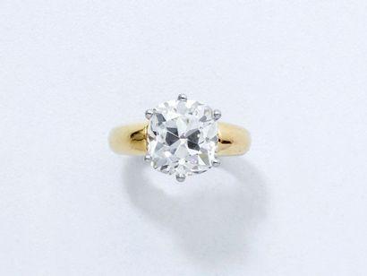 Bague en or 18 K, ornée d'un diamant taille...