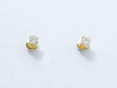Paire de clous d'oreilles en or 18 K, ornés...