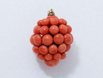 Pendentif composé d'une grappe de perles...