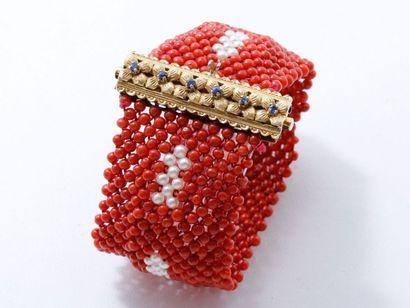 Bracelet manchette composé d'une tresse de...