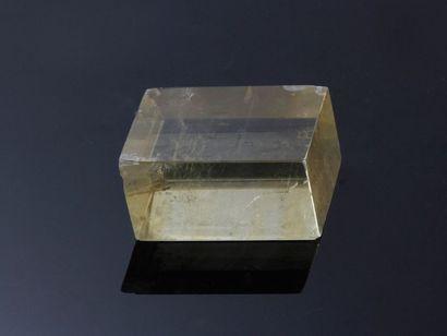 Presse papier constitué d'un cristal brut...