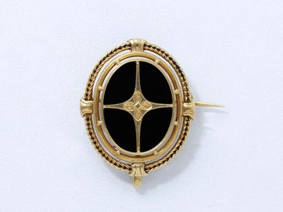 Broche pendentif en or 18 K, centrée d'un...