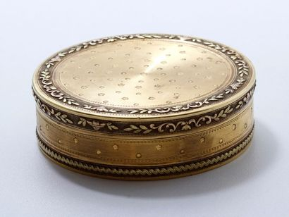 Drageoir de forme ronde 3 ors 18 K, à décor...