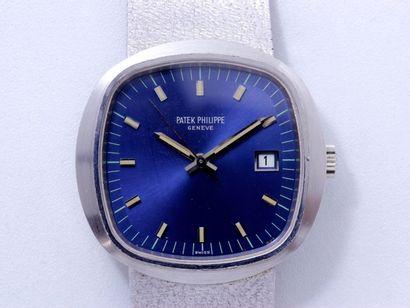 PATEK PHILIPPE Réf 3587 1 Montre bracelet d'homme en or gris 18 K, cadran bleu rayonnant...
