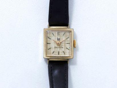 LIP «DAUPHINE» Montre bracelet de dame en métal doré, cadran argenté avec index bâtons....