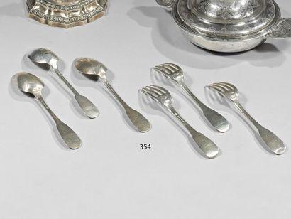 Lot de 33 cuillers et 29 fourchettes en argent...