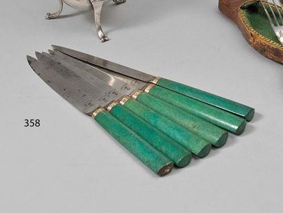 Série de 6 couteaux, les manches en galuchat,...