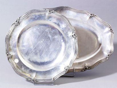 Ensemble d'un plat ovale et un plat rond...