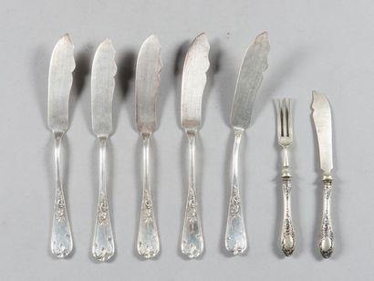 Série de 9 couteaux à poisson en argent à...