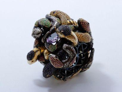 CHRISTOPHE TERZIAN Important et étonnant bracelet jonc rigide ouvrant en argent partiellement...
