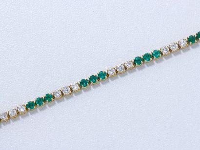 FRED Bracelet en or 18 K, orné d'une ligne d'émeraudes rondes facettées en serti...