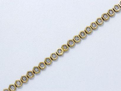 Bracelet articulé en or 18 K, composé d'une...