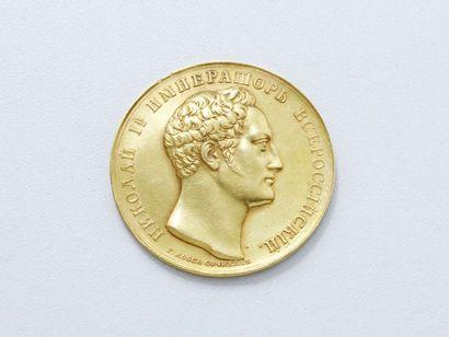 Médaille en or 18 K au profil droit de l'empereur...