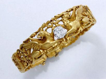 Beau et rare bracelet jonc ouvrant en or...