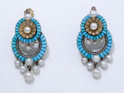 Délicate paire de pendants d'oreilles en...