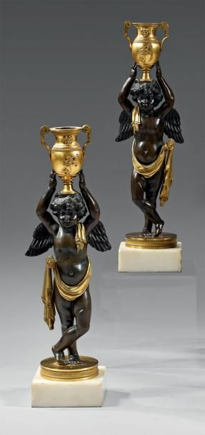 Belle paire de flambeaux en bronze ciselé,...