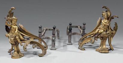 Importante paire de chenets en bronze finement...