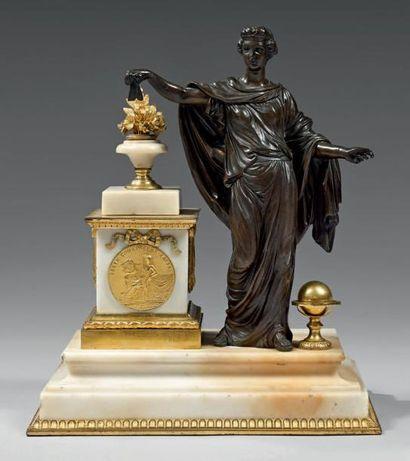 Rare groupe formant porte-montre en bronze...