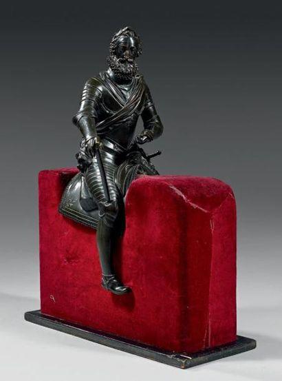 Figure équestre en bronze finement ciselé...