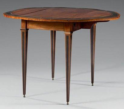 Table ovale à deux abattants en placage de...