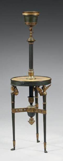 Curieux porte-lampe en bronze ou laiton poli...