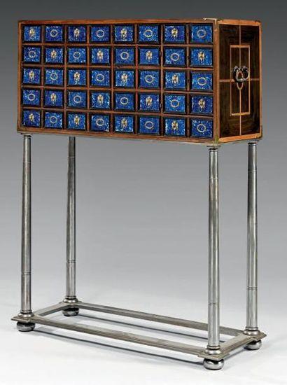 Cabinet marqueté à motifs géométriques d'ébène...