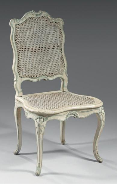Rare chaise en hêtre mouluré et sculpté rechampi...