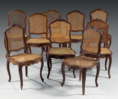 Lot de neuf chaises à dossier plat en bois...