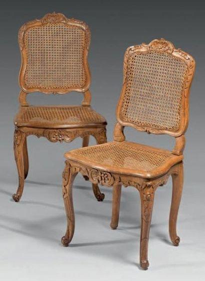 Paire de chaises à dossiers plats en hêtre...
