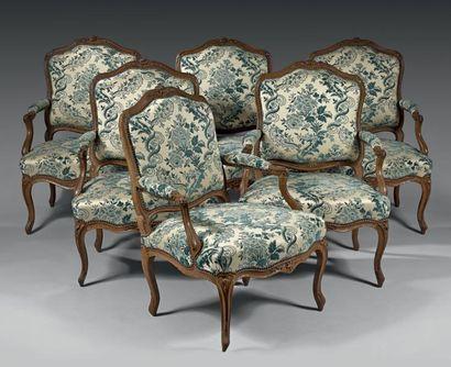 Ensemble de six fauteuils à dossier en hêtre...