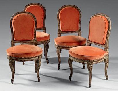 Suite de quatre chaises à dossier écusson...