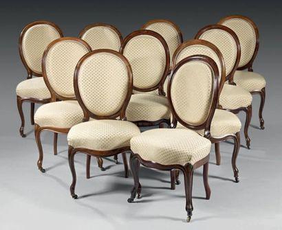 Suite de dix chaises à dossier médaillon...