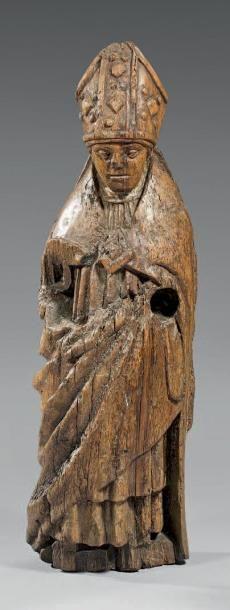 Évêque en bois sculpté en ronde-bosse, debout...