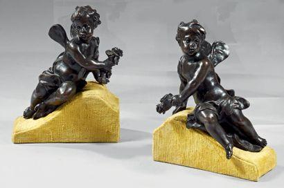 Paire de statuettes en bronze patiné représentant...