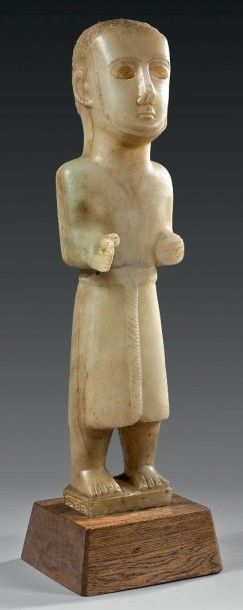 Importante statue d'orant masculin debout....