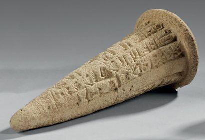 Clou de fondation inscrit de treize d'inscriptions...