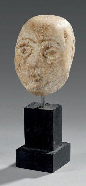 Tête masculine chauve. Albâtre. Syro-Mésopotamie,...