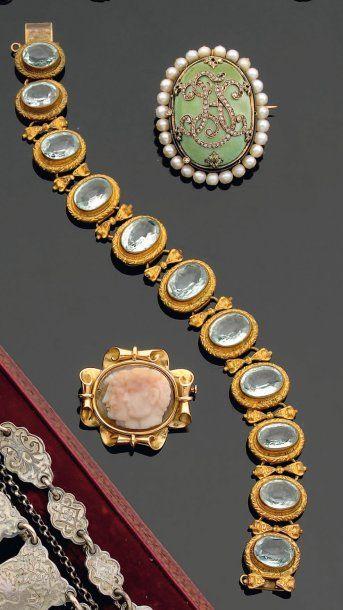 Bracelet en pomponne, composé de maillons...
