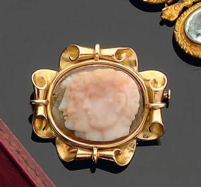 Broche pendentif en or, ornée d'un camée...