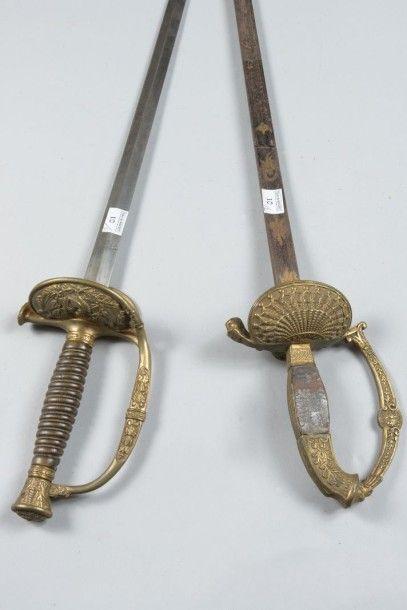 Une épée à clavier en laiton doré (accidentée)...
