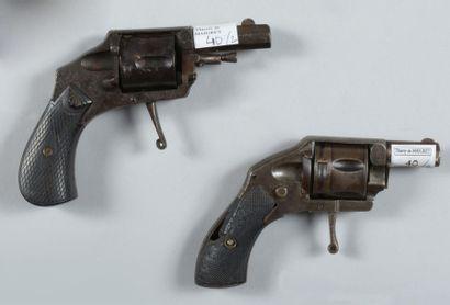 Deux revolvers coup de poing de type Hammerless,...