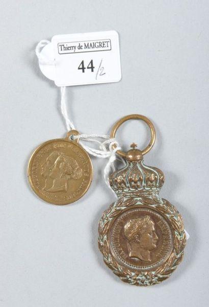 Une médaille de Sainte-Hélène (sans ruban)...