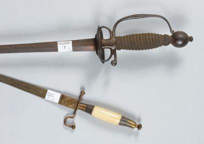 Épée d'officier, garde en fer à pas d'âne,...