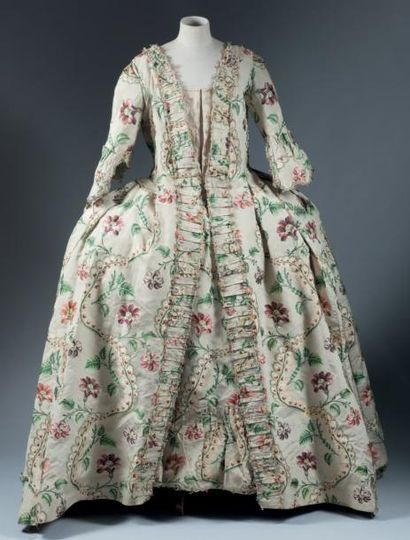 Robe à la française en lampas broché, Lyon, vers 1750-1760. Manteau et jupon en...
