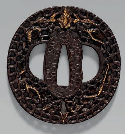 TSUBA en fer ajouré de dragons. NAMBAN, XVIIIème...
