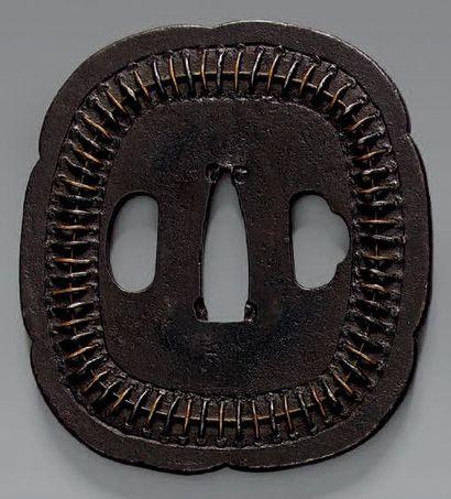 TSUBA en fer de type MUKADE XVIIIème - XIXème...