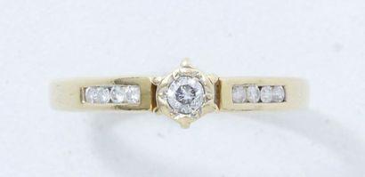 Bague solitaire en or 18 K, ornée d'un diamant...